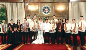 Earl Valencia (far right) with President Duterte (middle) and other TOYM awardees.  Photo credit: news.mb.com.ph