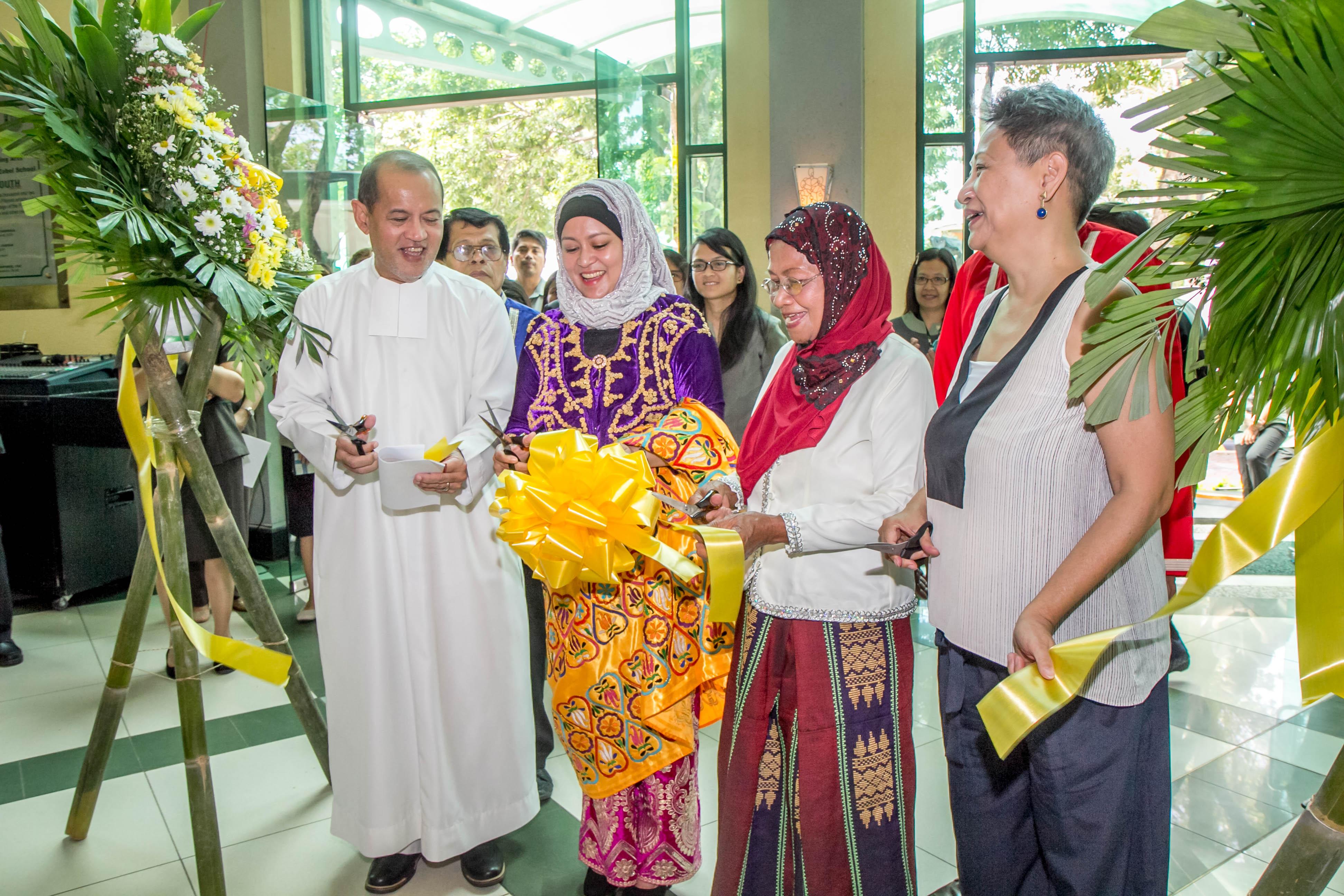 kultura ng muslim Ang kultura at tradisyon ng mga muslimang kapuluan ang bansang pilipinas (opisyal: republika ng pilipinas) binubuo ang bansa ng hi.