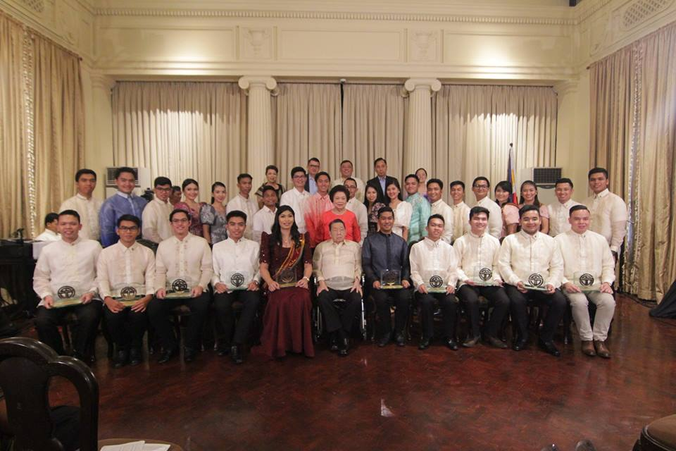 Zed (sitting 3rd from left) with the rest of the Ten Outstanding Students of the Philippines (TOSP).